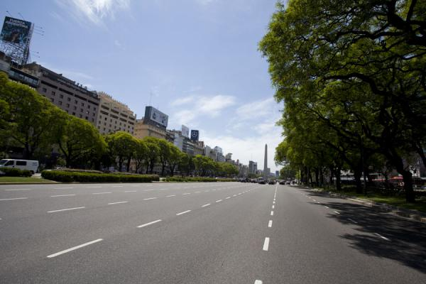 Picture of Avenida 9 de julio (Argentina): The central section of the Avenida 9 de Julio offers up to 7 lanes