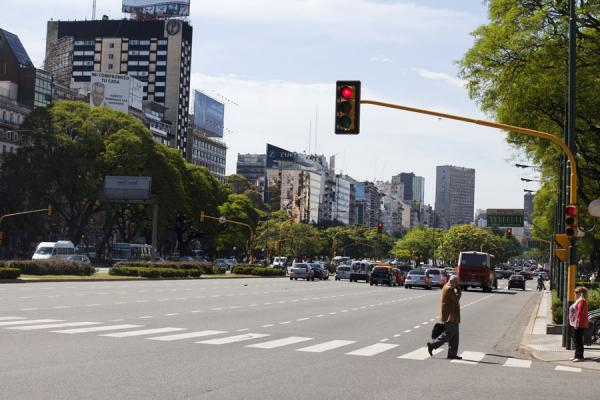 Picture of Avenida 9 de julio (Argentina): Man crossing the Avenida 9 de Julio