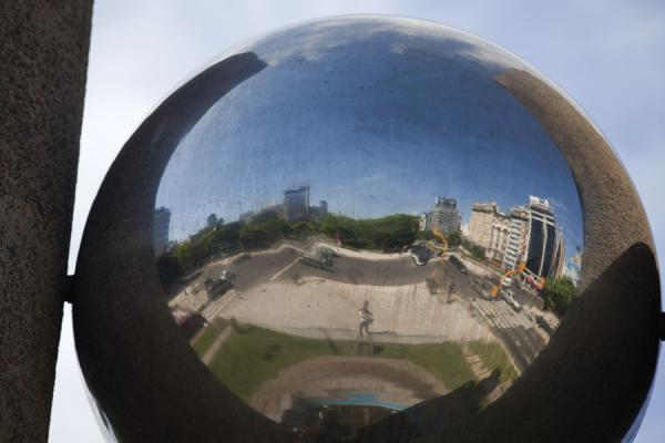 Picture of Avenida 9 de julio (Argentina): Avenida 9 de Julio reflected in a work of art