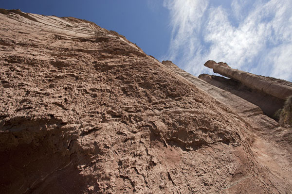 Picture of El Chiflón (Argentina): Cliffs tower above visitors to the canyon of El Chiflón