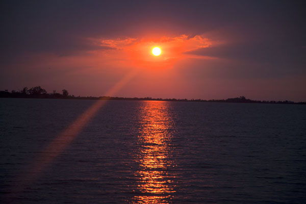 Photo de Sun rising over the Laguna del IberáEsteros del Iberá - l'Argentine