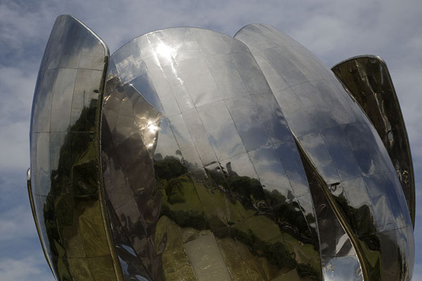 Skyline of Buenos Aires reflected in the petals of the Floralis Genérica | Floralis Genérica | Argentina