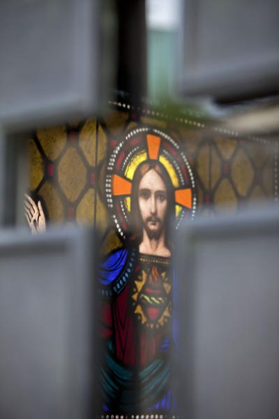 Foto di Face of Jesus in stained glass window in a mausoleum - Argentina - America