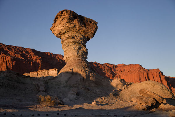 Picture of Parque Ischigualasto (Argentina): Looking up El Hongo (The Mushroom) just before sunset