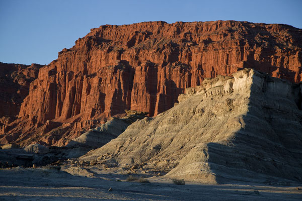 Picture of Parque Ischigualasto (Argentina): The red cliffs close to El Hongo just before sunset