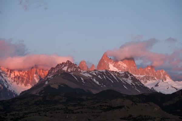 Sunrise over the Fitzroy and Cerro Torre mountain range | Parque Nacional Glaciares | Argentinië
