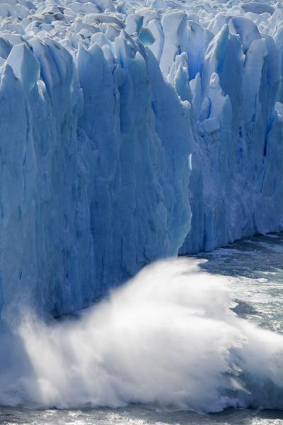 Ice crashing into Lago Argentino from the face of Perito Moreno | Perito Moreno Glacier | Argentina