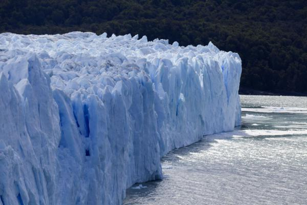 Picture of Blue-white wall of ice: the glacier face of Perito Moreno