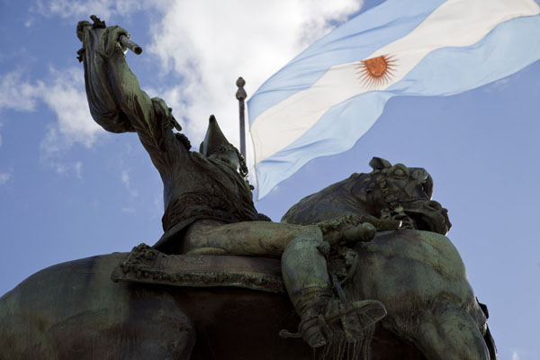 The statue of Manuel Belgrano with the Argentinian flag in the background | Plaza de Mayo | Argentina