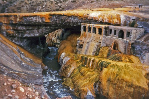 Puente del Inca: natural bridge and, in the lower section, hot baths | Puente del Inca | Argentina
