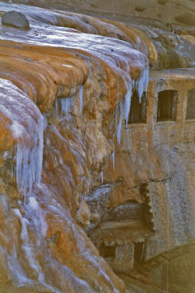 Foto de Frozen water on the Puente del IncaPuente del Inca - Argentina