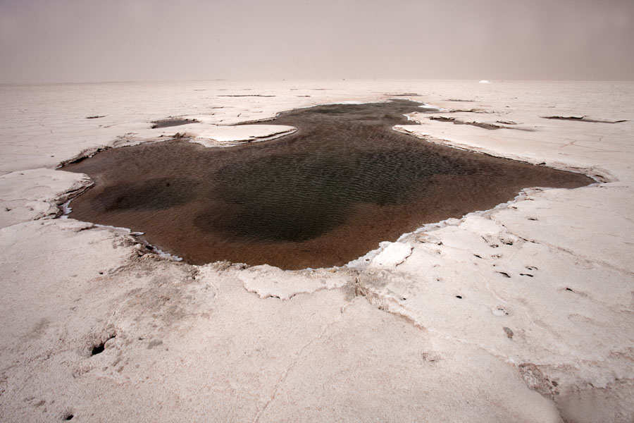 The eye of Salinas Grandes with brownish water with volcanic activity | Salinas Grandes | Argentinië