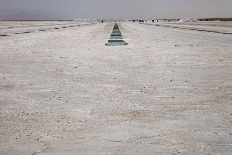 At the shore of the salt lake, you can find small basins of water used to extract salt | Salinas Grandes | l'Argentine