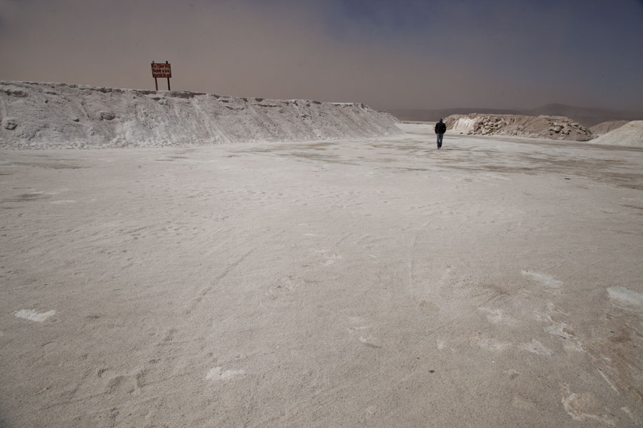 Foto di The salt lake of Salinas Grandes with heaps of salt - Argentina - America