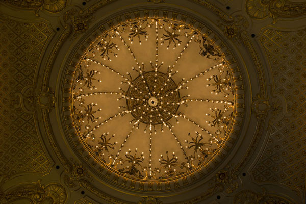 Looking up the ceiling of the Golden Hall | Teatro Colón | Argentinië