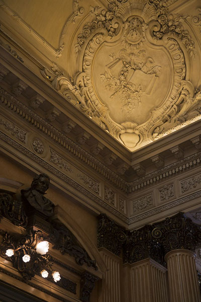 Picture of Teatro Colón (Argentina): Detail of a corner of the Busts Hall