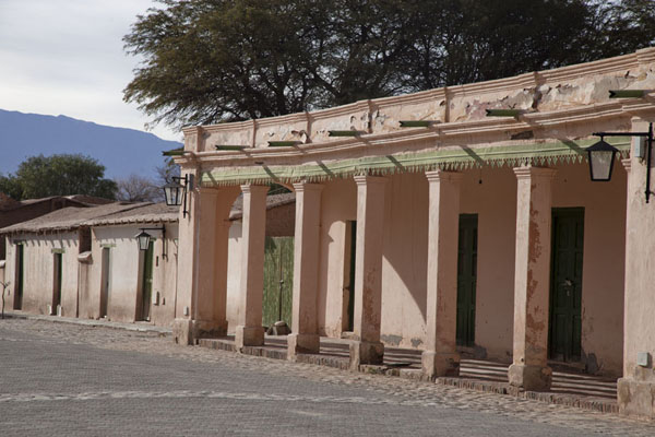 Old adobe buildings in the village of Molinos | Valles Calchaquies | Argentinië