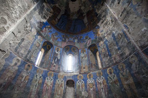 Looking up at the apse of the Mother of God church | Monasterio de Akhtala  | Armenia