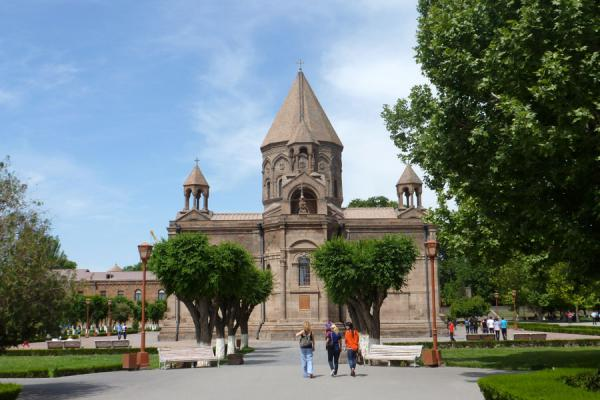 View of the cathedral from the east | Cathédrale Etchmiadzin | Armenia