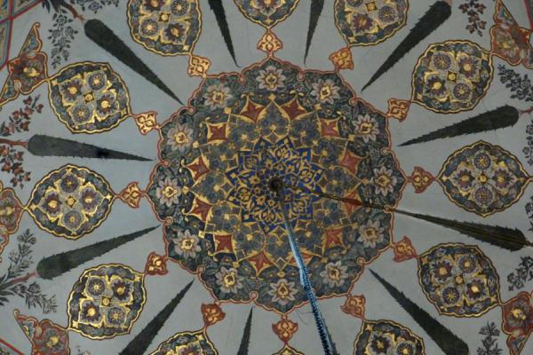 Close-up of the ceiling with hanging lamp | Cathédrale Etchmiadzin | Armenia
