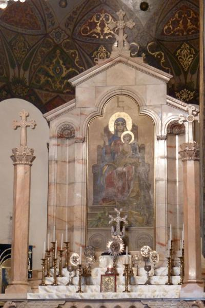Picture of Ejmiatsin Cathedral (Armenia): Altar inside the Ejmiatsin Cathedral