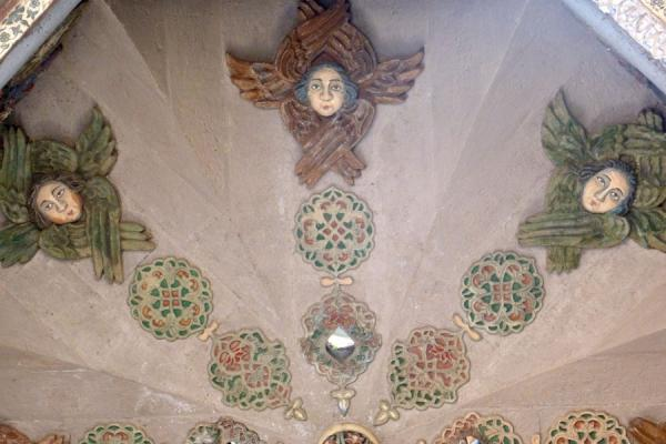 Foto di Ceiling of Ejmiatsin Cathedral decorated with angelsCattedrale di Echmiadzin - Armenia