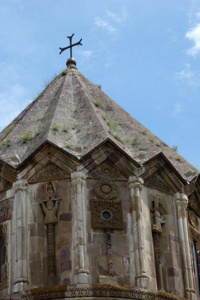 Picture of Gandzasar Monastery (Armenia): Carvings on the drum of Cathedral of St. John the Baptist