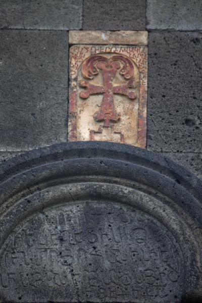Picture of Small cross above a black arch in a wall of the Haghpat Monastery
