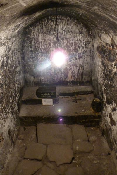 Photo de Inside view of the pit where Gregory the Illuminator was held prisonerMonastère de Khor Virap - Armenia