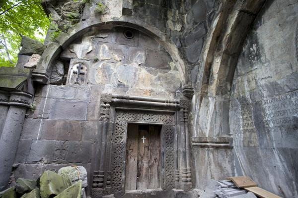 Picture of Kobayr Monastery (Armenia): Arched wall at the church of Kobayr Monastery