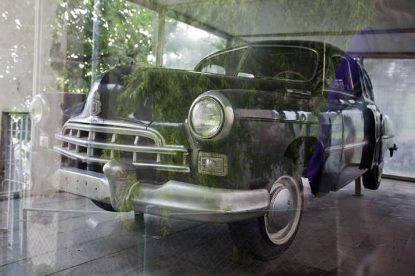 Luxury car on display at the Mikoyan museum in Sanahin | Mikoyan museum | Armenia