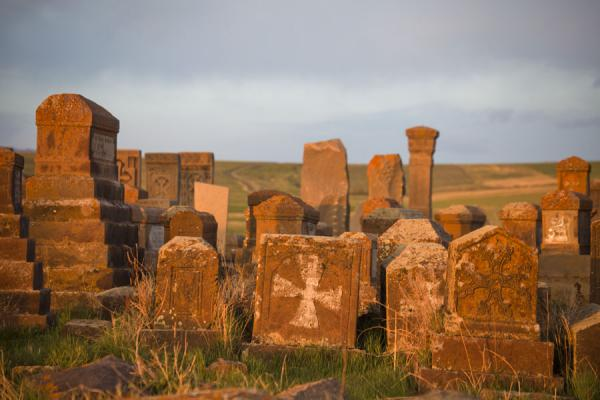 Photo de Graves at the cemetery of Noratus - Armenia - Asie