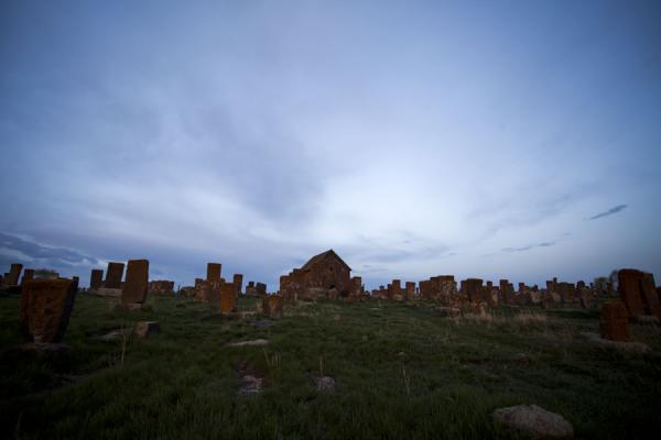 Foto van Dusk falling over the famous field of khachkars in Noratus - Armenië - Azië
