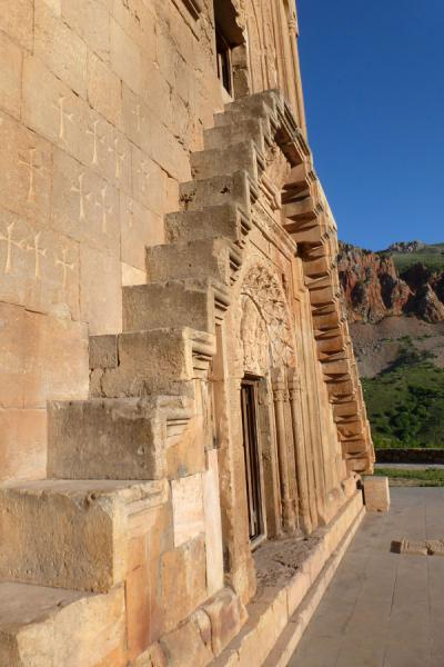 Exterior steps leading to the Mother of God church, above the mausoleum of the Orbelian family | Monastero di Noravank | Armenia