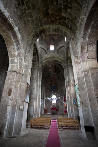 Foto de Interior view of the Odzun basilicaIglesia de Odzun - Armenia