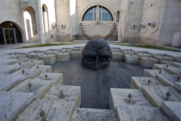 The Visitor, bronze sculpture by David Breuer-Weil in the Cascade, especially commissioned by Gerard Cafesjian for the opening of the Cascade complex | Yerevan Cascade | Armenia