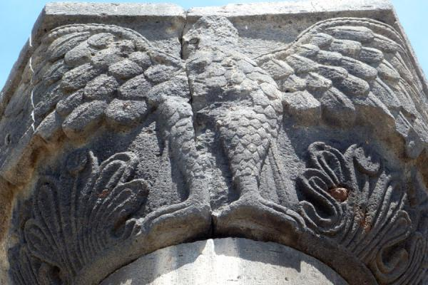 Foto van Detail of column with eagle at the ruins of Zvartnots Cathedral - Armenië - Azië