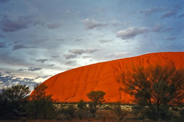Foto van A show which takes place every day: sunset at Ayers RockAyers Rock - Australië