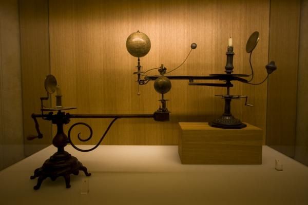 Picture of Globe museum (Austria): Tellurium with candle representing the sun, and moon and earth