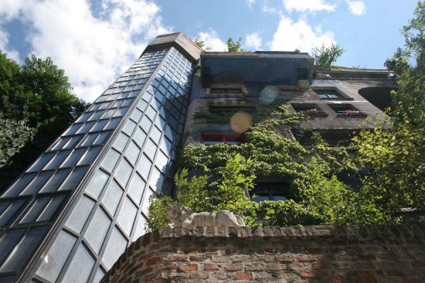Picture of Hundertwasser Haus (Austria): Hundertwasserhaus seen from below