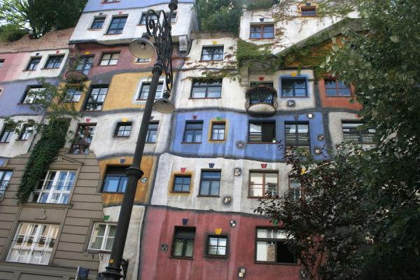 Picture of Hundertwasser Haus (Austria): Hundertwasserhaus: brightly coloured wall