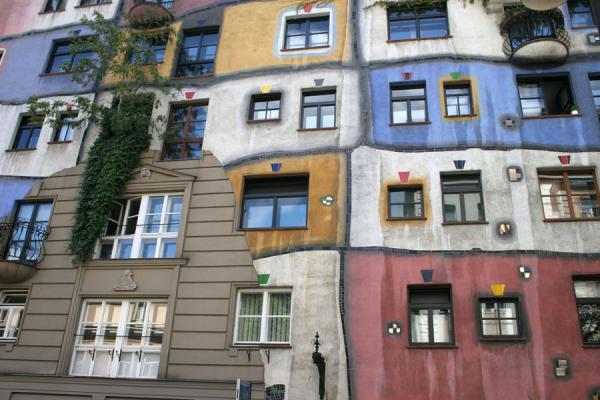 Where the colours are left out, a typical Viennese wall appears | Hundertwasser Haus | Austria