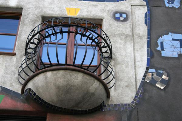 Picture of Hundertwasser Haus (Austria): Hundertwasserhaus: close-up of balcony