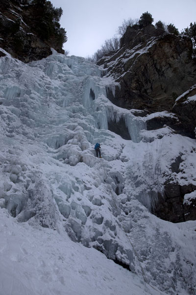 Looking up a snow-covered waterfall in the Dolomites | Iceclimbing Tirol | 奥地利