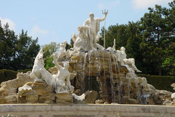 The Neptune fountain right in front of the Schönbrunn Palace | Schönbrunn Palace | Austria