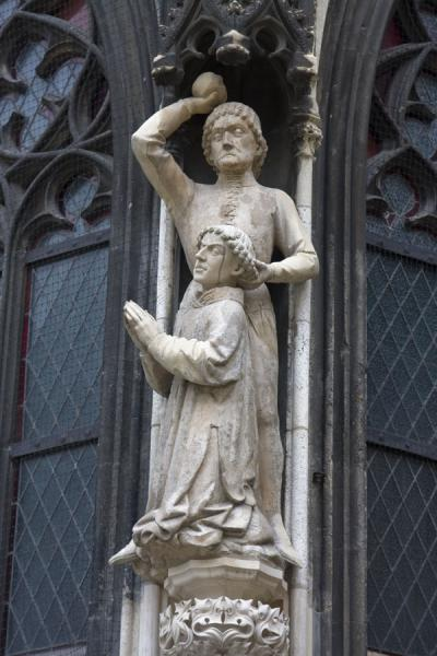 Picture of White-washed sculptures at the outside of the Stephansdom