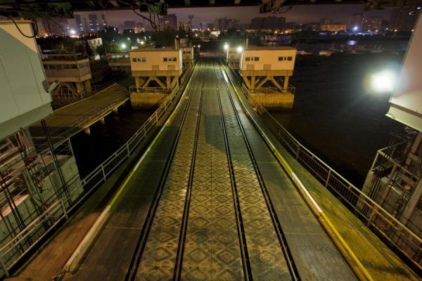 Rails leading to the ferry in Baku - 亚塞拜然