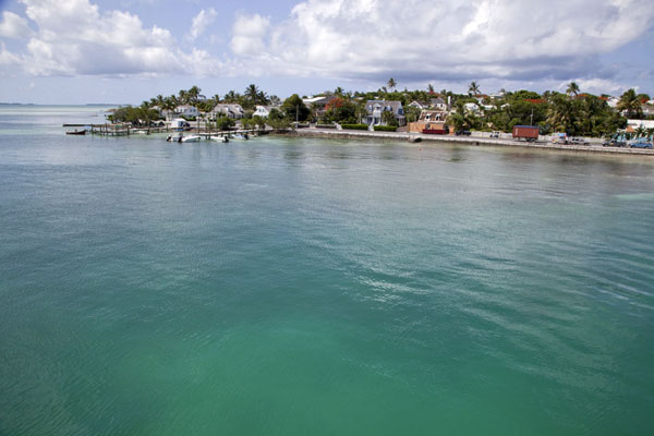 Foto van View of Dunmore Town rising from Cistern Bay at the western sideHarbour Island - Bahamas