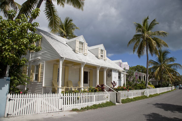 Street in Dunmore Town with yellow and pink wooden houses | Dunmore Town | Bahamas