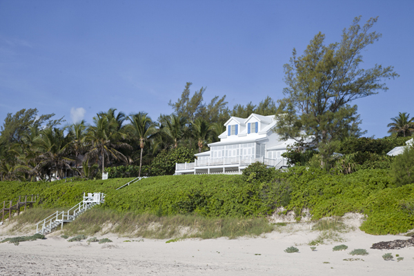 One of the mansions in the dunes off Pink Sands Beach | Dunmore Town | Bahamas